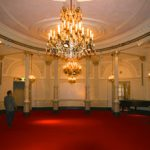 Het eindresultaat: De kroonluchter van het Concertgebouw Amsterdam.